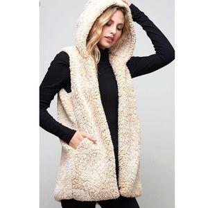 Jackets & Blazers - Last 1! 🌟Two-tone Beige Sherpa Vest